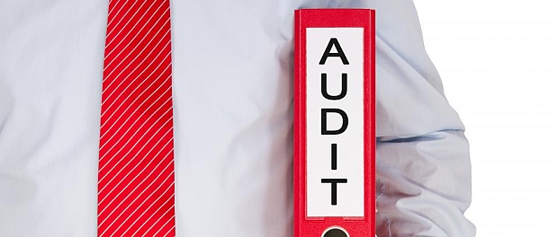 auditor-risk-management-audit-review-engagement-IT-office-galati